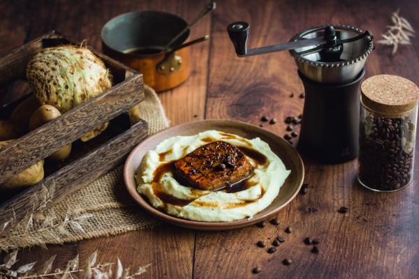 Tofu laqué au café et purée de céleri rave